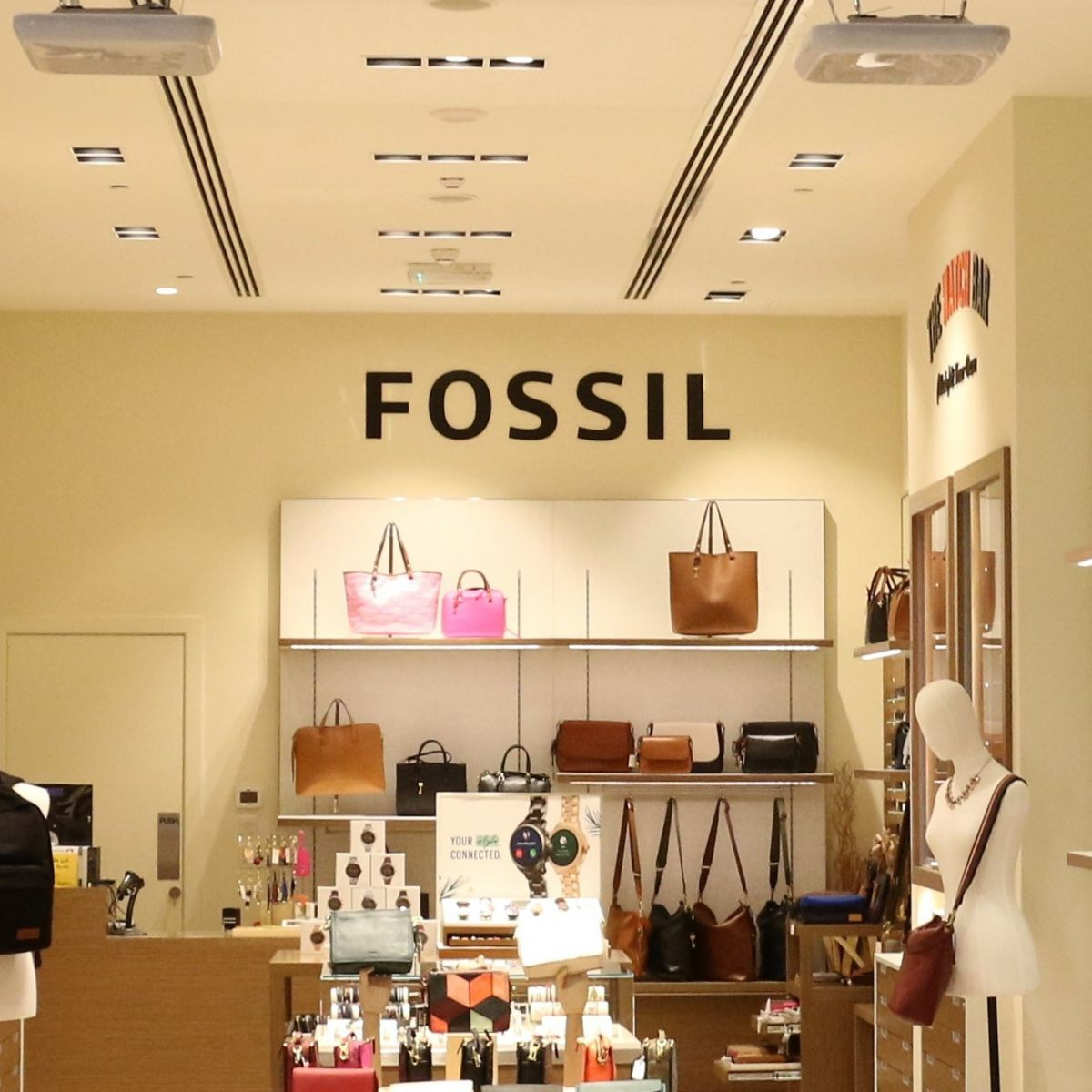 FOSSIL - AUH MALL